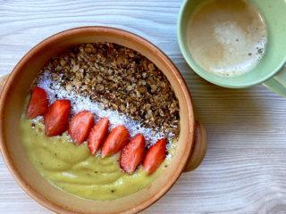 Tropický smoothie bowl